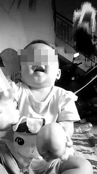 """幼童""""踩尿摔倒身亡"""" 鉴定:符合虐待和家暴致死"""