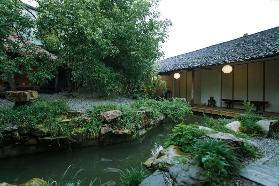 他徒手造700㎡中式院子,带妻儿搬入:老祖宗的生活方式最养人