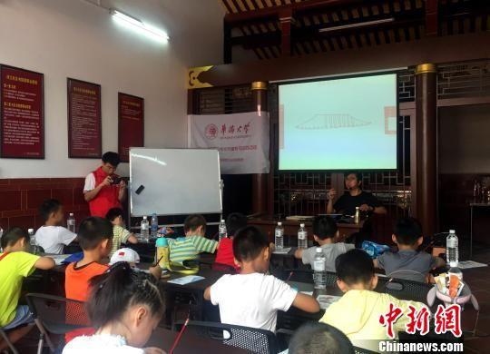台湾建筑师与厦门小学生的建筑手绘课之约