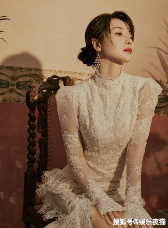 柳岩发福后穿衣仍放得开,高级礼裙完美撑起,走网红路线?