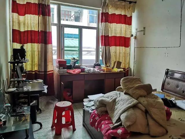 安徽一名43岁男教师跳江自尽:10天内曾经两次被学生和家长打