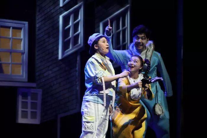 评儿童剧《小贝的书柜》:在二度创作中追求诗化表达