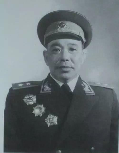 修国中将中职务最高的去军事学院进修结业后竟成了院长