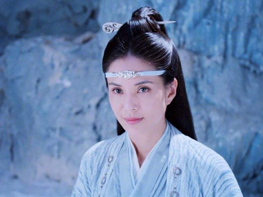 45岁李若彤旗袍美照,自曝身材20年没有变化,女神身上谜团很多