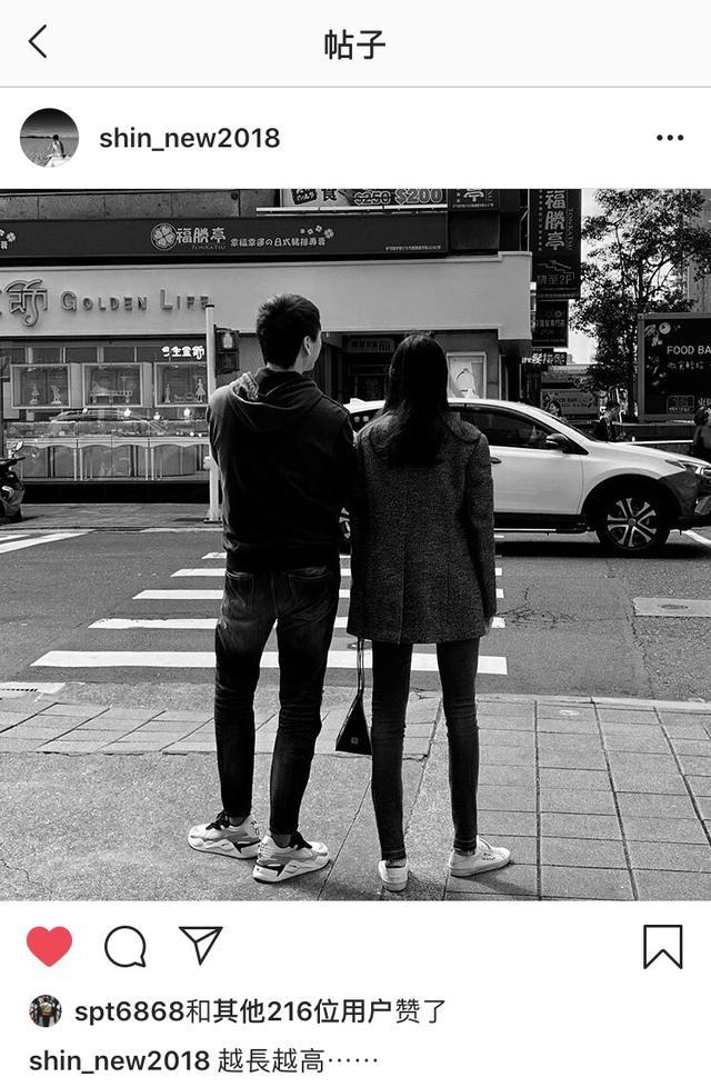 原信樂團主唱蘇見信曝19歲女兒照片,寬肩、長腿似超模