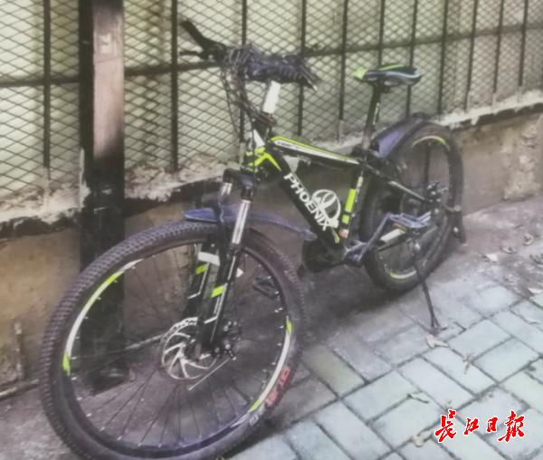 骑走路边未上锁自行车,男子被行拘2天
