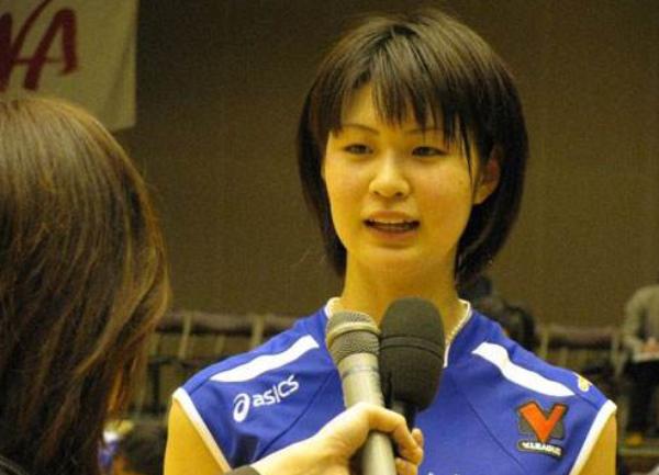 日本女排木村纱织卖奶茶引热议:这身材拍电影肯定大赚!