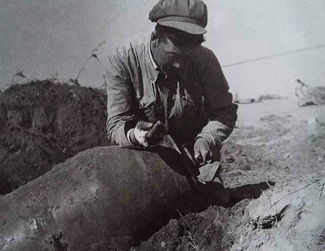志愿军拆弹大王:没有专业工具,徒手拆弹1200枚,取出30