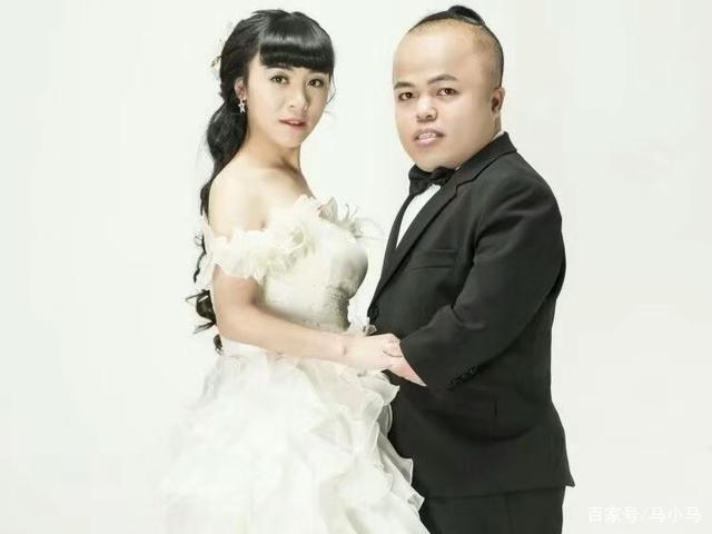 袖珍女与1米8丈夫离婚后,裸嫁1.2米小矮人:身高合适最般配