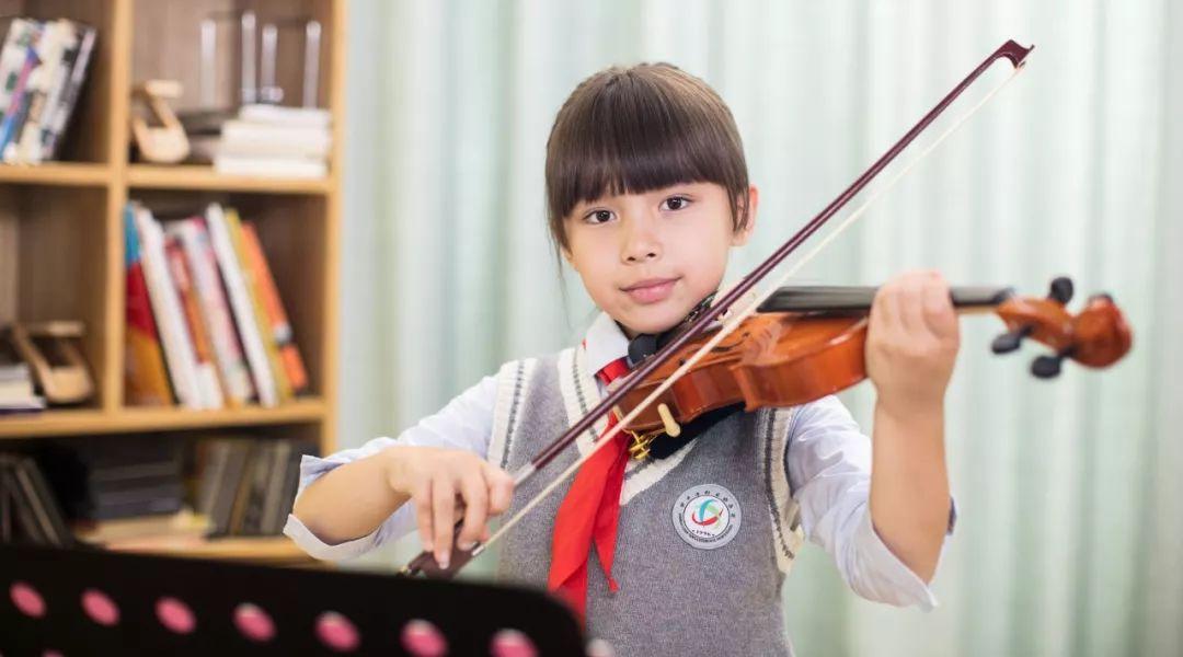 陪女儿学小提琴6年感悟:别等孩子放弃了,才后悔没避开这些练琴的坑!