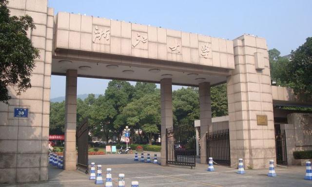 学霸女孩考入浙江大学,与爷爷、爸爸成为隔代校友!