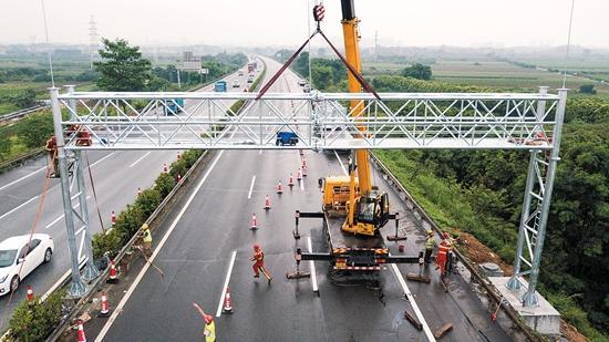 广东首批ETC门架吊装完成 预计10月底前完成建设
