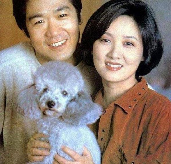 61岁邓婕养子近照,颜值不如张默,为嫁张国立曾签终生不育协议?