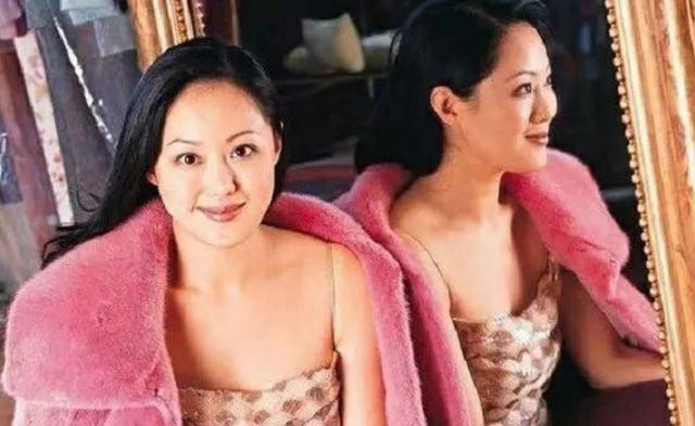 败光2位亿万富豪家产,56岁依旧年轻貌美!