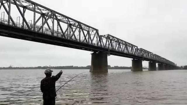 哈尔滨一铁路桥上,母子两人捆绑坠江!疑似曾传来孩子叫喊:爸爸……