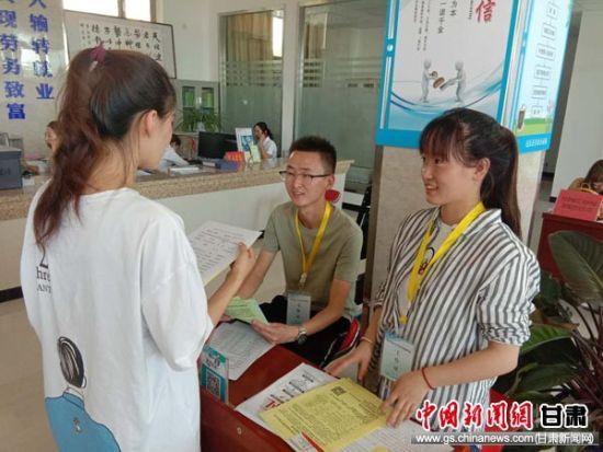 """民乐县办""""学子归巢""""招聘会 搭建高校毕业生就业平台"""
