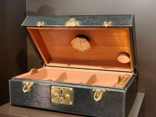 LV旅行箱