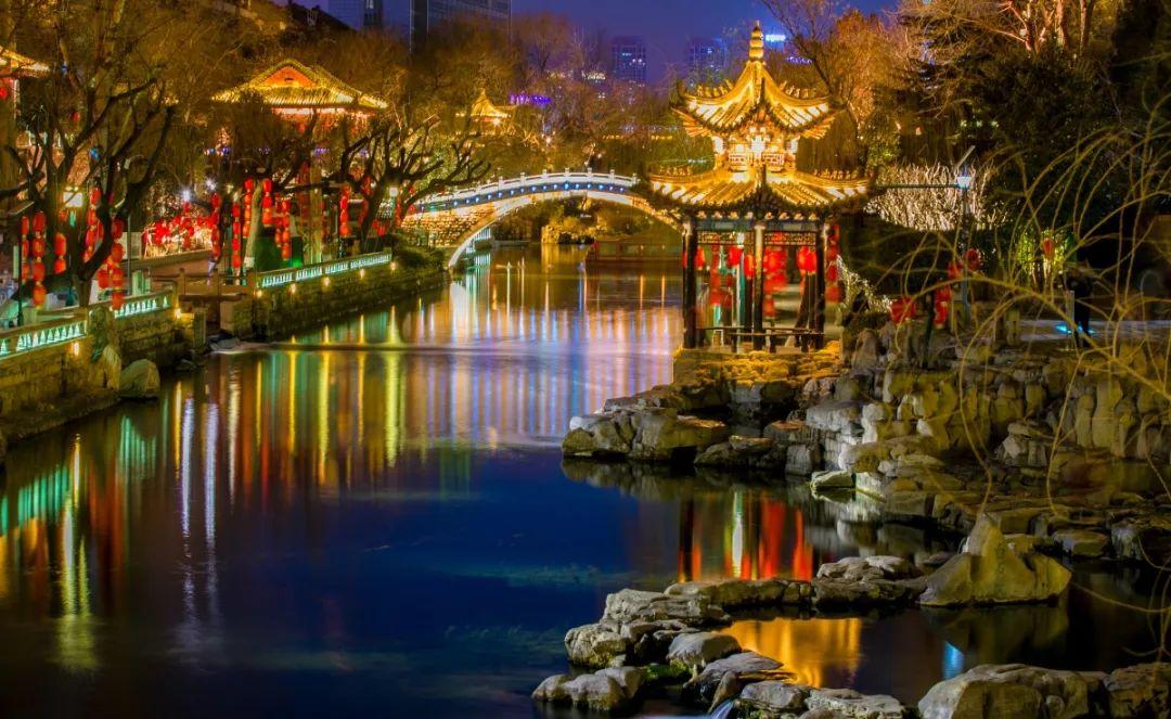 四肖三期・必出一期香港:济南的夜,满满都是文化味儿~