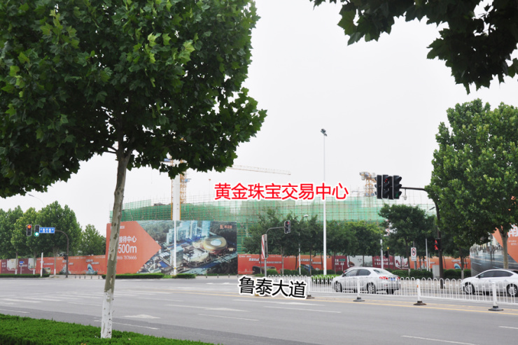 重庆路中学旁,淄博黄金城黄金珠宝交易中心正在施工中
