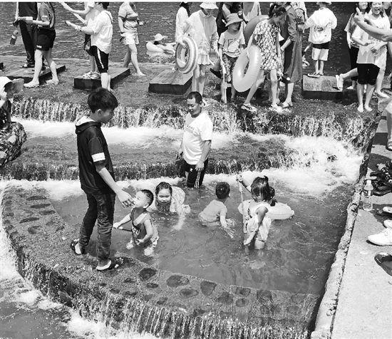 网红水坝一天3个孩子溺水 有孩子溺水20分钟没找到家长