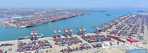 """青岛港打造""""万能接口"""":调整22项收费持续降价让利"""