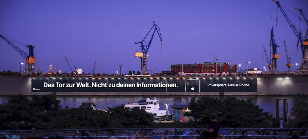 苹果在德国汉堡港口,超长海报宣传 iPhone 隐私性_德国新闻_德国中文网