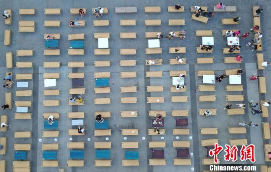 300张纳凉竹床阵重现汉口老城历史