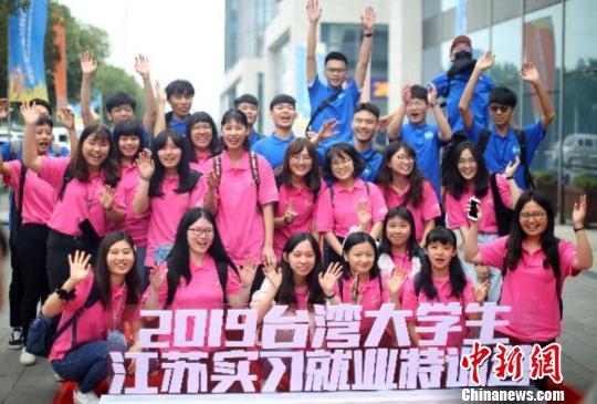 上半年超19万大学生选择落户南京就业:城市年轻化消费