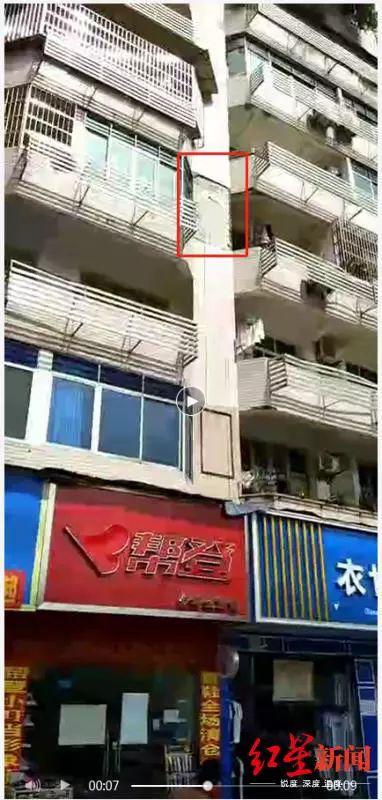 揪心!外墙掉砖砸破68岁老人脑袋,开颅手术后仍未脱离危险…