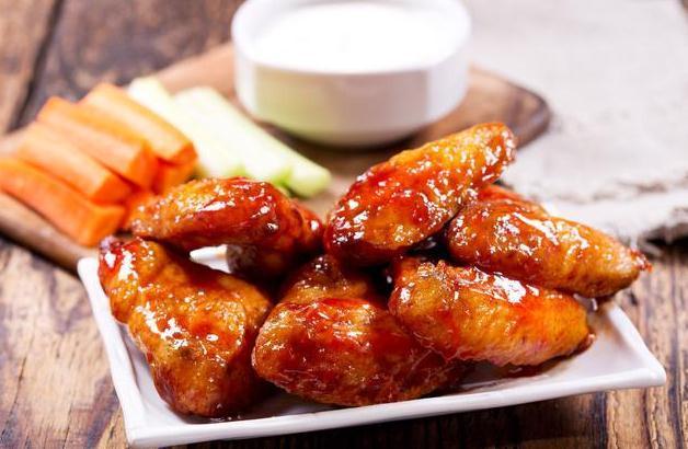 <b>懒人版电饭锅焖鸡翅,不用放盐,出锅飘香四溢,吃完回味无穷</b>