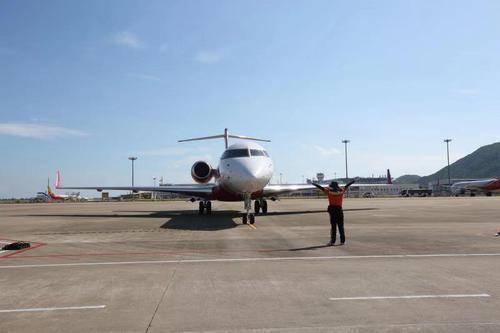 珠海金湾机场国际公务机临时口岸迎来首架境外公务机