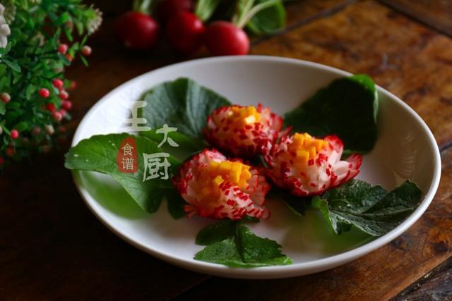 几块钱的小萝卜,简单几步就能做成漂亮的菊花,酸甜清凉又开胃