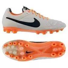 球迷们为了您的足踝别购足球鞋啊