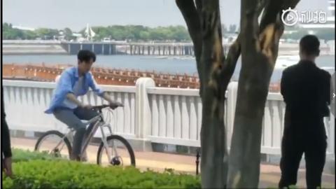 男性jj网撸精吧图片_肖战喜提新技能!终于在27岁学会了骑自行车
