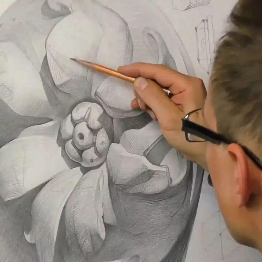 1998年从哈尔科夫艺术学院毕业