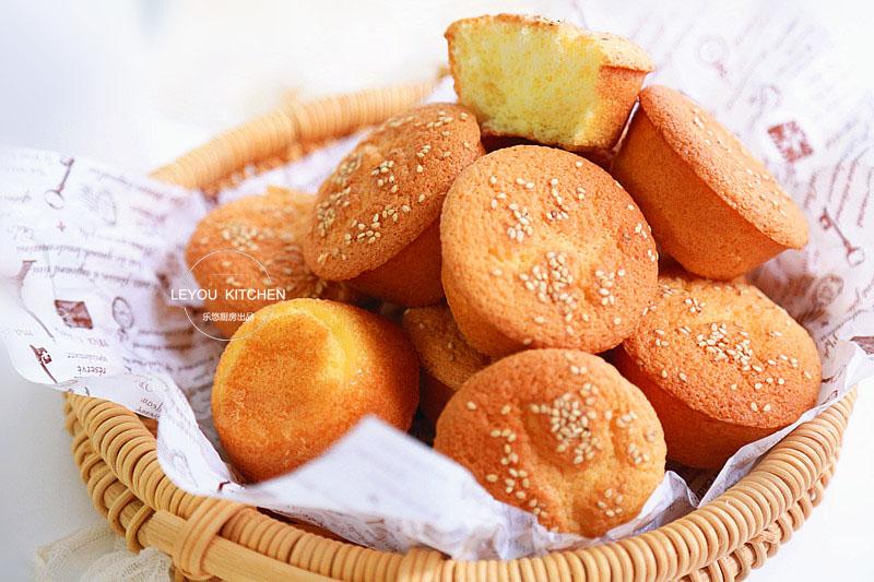 从小喜欢吃的蛋糕,家里有鸡蛋、面粉、糖、油就能做,比买的还香
