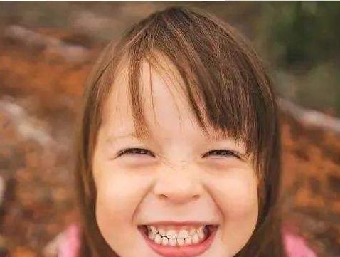 心理测试:三个女孩,哪一个在假笑?测你的心机指数有多高!