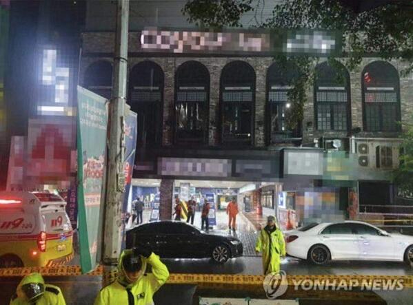 韩国光州某酒吧发生内部坍塌事故 已致2死10伤