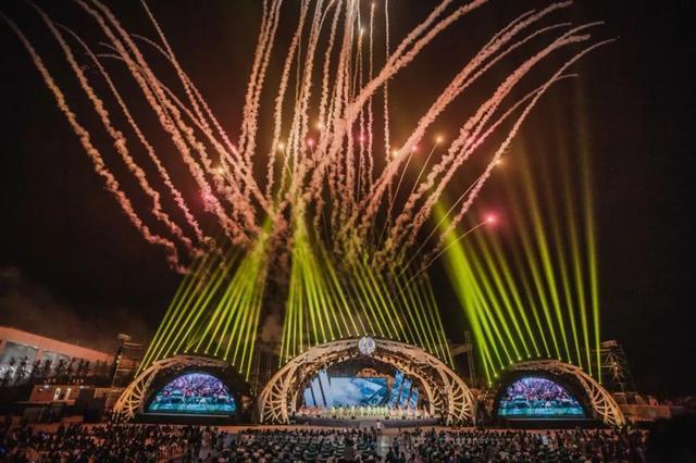 第29届青岛啤酒节开幕 王清宪为国际啤酒节联盟发起人授牌