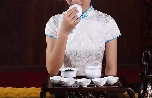 茶链世界告诉你:铁观音为什么被茶界专家称为茶叶之王?