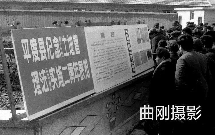 1988年学雷锋活动在红旗路上