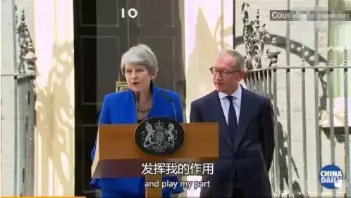 她站起身,走向丈夫,哭着成了前首相