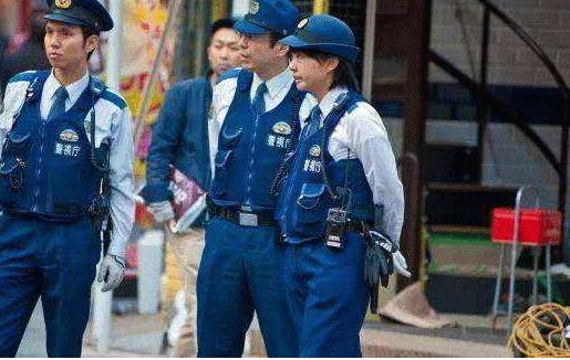 日本20多岁女警同时和3个男士交往, 有2名是直系上司