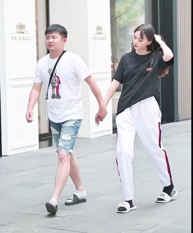 """<b>男友穿船袜,为不跟男友配小姐姐穿""""H鞋+毒汁袜"""",暴露真感情</b>"""