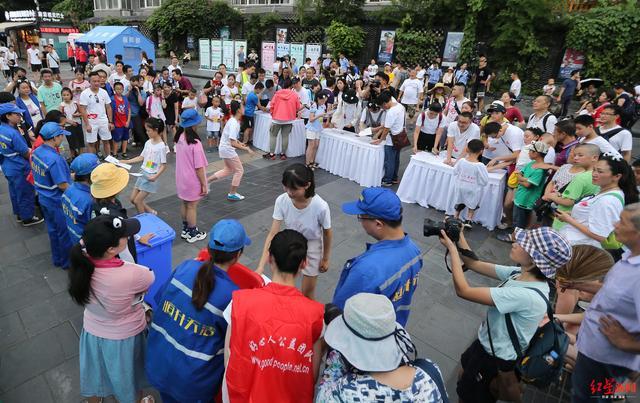 第三届成都家庭公益日举行 市民现场宣誓呼吁垃圾分类