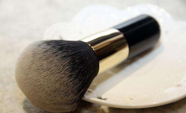 化妆时的一些小细节千万不可忽略