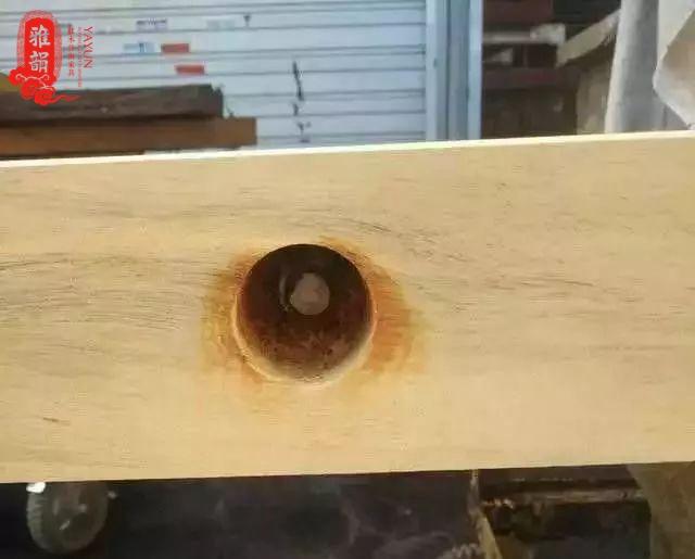 造假真可恶!实木大板桌里竟然有钢筋?