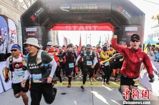 岗什卡百公里越野赛举行 1000多名运动员参赛
