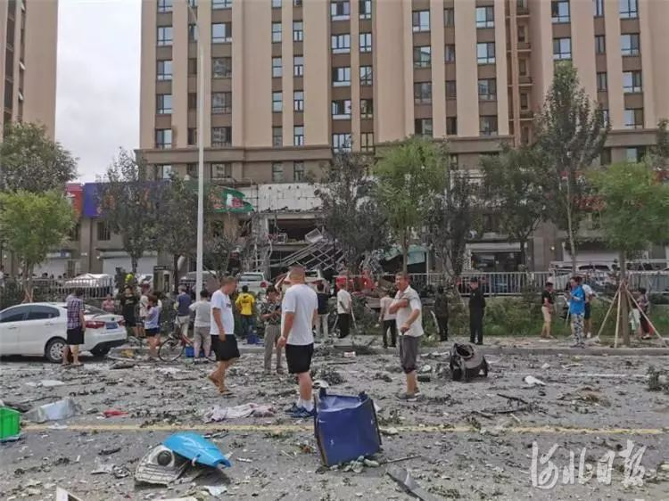 <b>视频曝光!河北一地发生爆炸,附近店铺车辆受损!现场一片狼藉……</b>