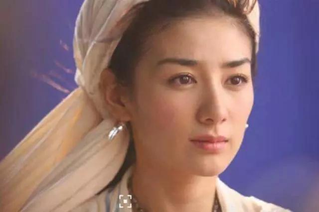 被家暴过得女明星,陈思诚烟头烫伤佟丽娅,还觉得挺有意思的?